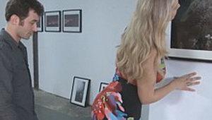 La Exhibición: Julia Ann Seducida Por El Hijo de Su Amiga